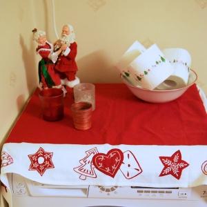 Selvsagt feirer vi også jul på badet. No shit lissom! Hvem har sagt at det ikke kan pyntes med dasspapir?