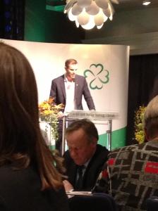 Internasjonal Sjæf er fra Tynset og heter Per Martin Sandtrøen. Han pratet om viktigheten av Schengen-utmeldelse, og måtte vise passet til ordstyrer-bordet. Sett fra etterpåklokskapens lys burde de kanskje ikke sluppet han inn i det hele tatt ;)
