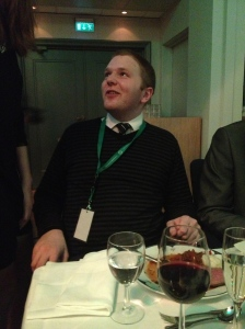 Her ser vi trønder-Nils i en undrende/beruset/filosofisk/spennende positur :) Han var forresten borddaten min, og ikke for å spoile noe, men det blei dessverre ikkeno på meg... :)