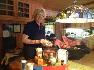 Besta og jeg på kjøkkenet hjemme i Vang, der vi liker oss best :)