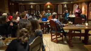Fredagskos er en av Innovangsjons sosiale møteplasser. Her samles Vangsgjeldinger i alle aldre for å spise god mat og ha hyggelig samvær :) Foto: Ida Strømstad/Innovangsjon
